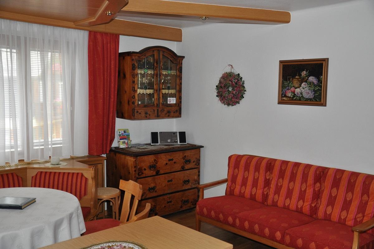 moderne ferienwohnung mit zwei schlafzimmern und zwei b dern. Black Bedroom Furniture Sets. Home Design Ideas
